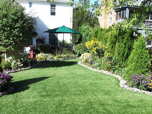 artificial-grass-with-established-garden